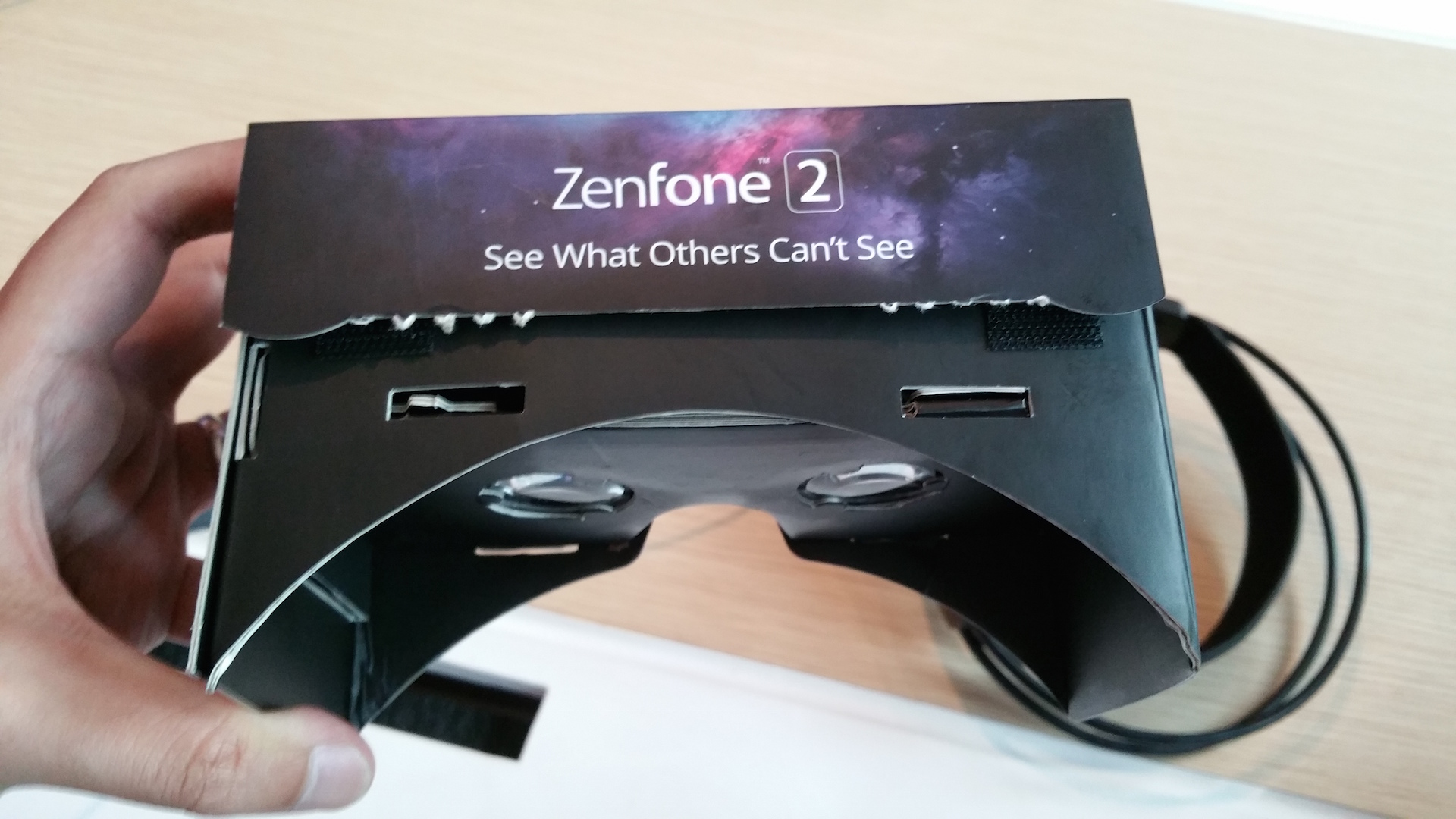 ASUS_ZenFone_2_VR_headset-3